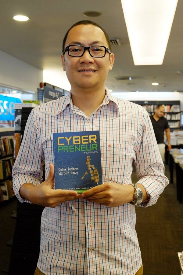 marv-deleon-with-cyberpreneur-book